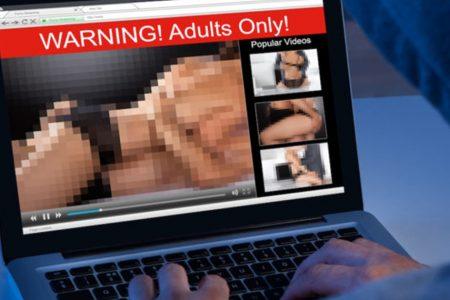 Ricatti via Web, ecco il testo della mail che mette a rischio l'intimità