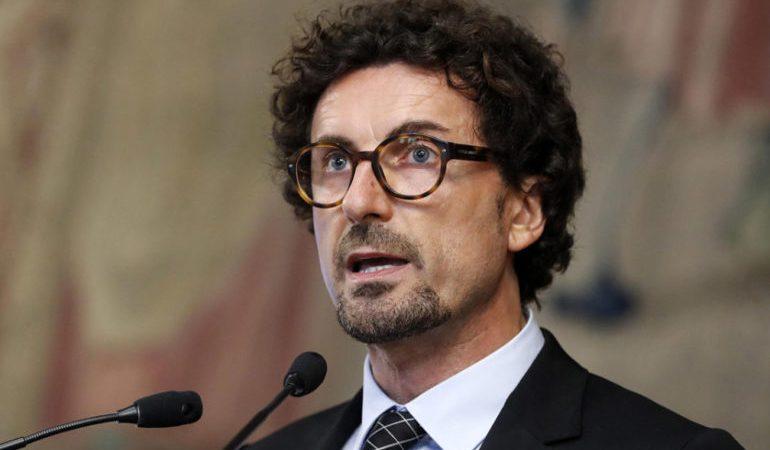 Toninelli finalmente inaugura un'opera. E' in Calabria. Ma è stata finanziata dalla Regione