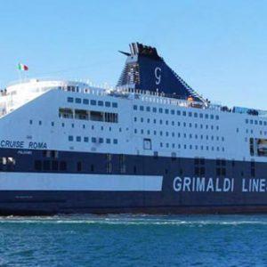 Traghetto fermo in mare per la notte, paura fra i 250 passeggeri