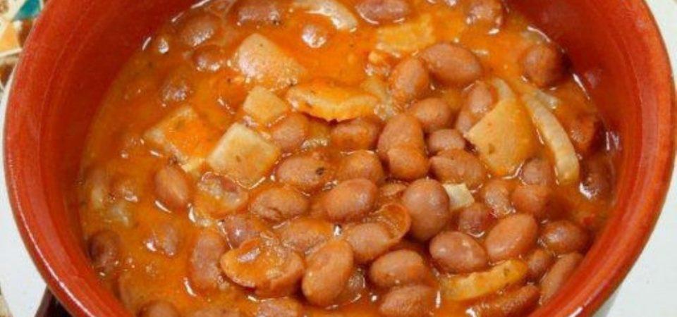 I sapori made in Sud. Come si preparano fagioli e cotiche: la ricetta della nonna