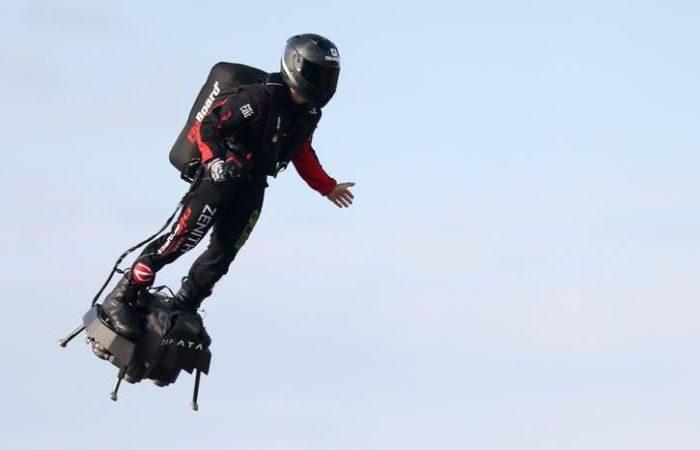 Zapata, il video incredibile del primo uomo volante che ha sorvolato la Manica