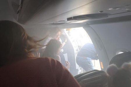 """""""Motore in fiamme, e fumo in cabina"""", viaggio da incubo per il volo della British"""