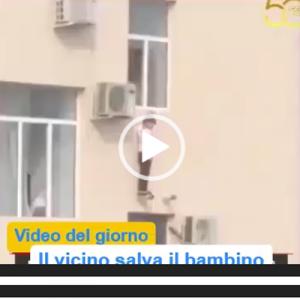 Il video del giorno: un bambino salvato dal vicino. La sua situazione era disperata