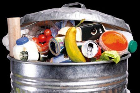 Il grande spreco: gettiamo nella spazzatura 2700 miliardi di cibo