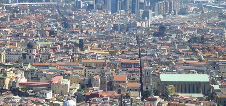 Napoli rompe i muri per inviare al mondo un messaggio di inclusività