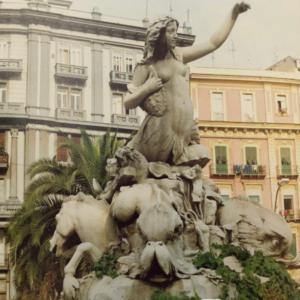 """Lo storico dell'arte Salvatore Costanzo illustra i 150 anni della """"Sirena Partenope"""" di Napoli"""