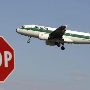 Alitalia, buco nero del Tesoro: bruciati 9,2 miliardi