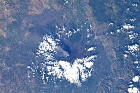 Le immagini spettacoli dallo spazio dell'Etna innevato. Parmitano: orgoglioso di essere siciliano