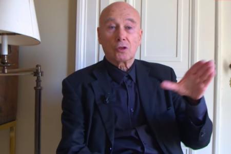 In Francia scoppia lo scandalo dello scrittore accusato di pedofilia, ritirati i libri di