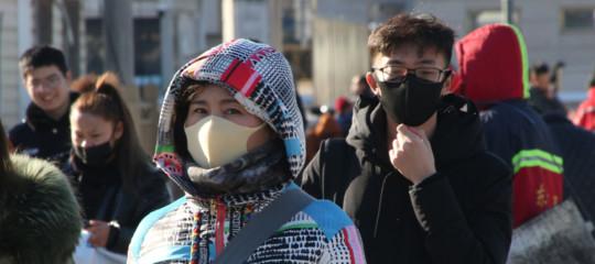 Allarme nel mondo, il nuovo virus cinese è trasmissibile fra le persone