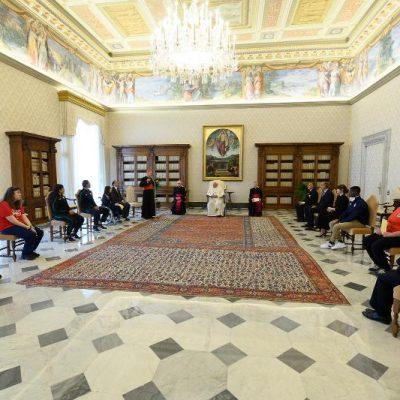 L'asta del Papa per aiutare gli ospedali