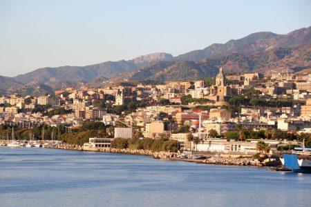 L'altra storia del Sud. Napoli e Palermo, capitali contro