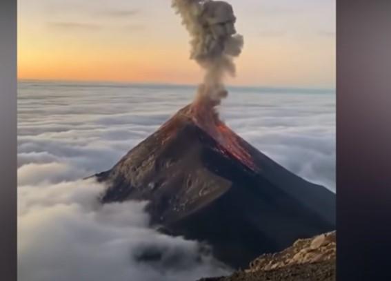 Le immagini-choc dell'eruzione del vulcano Pacaya
